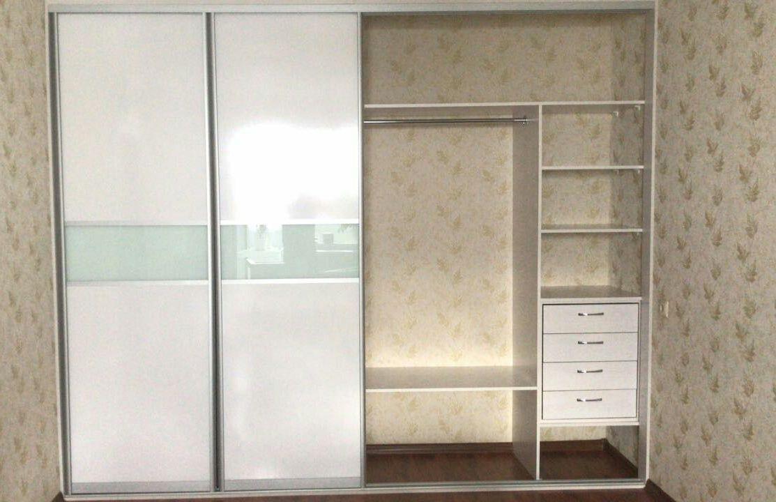 Белые шкафы-купе-Встроенный шкаф-купе «Модель 136»-фото2
