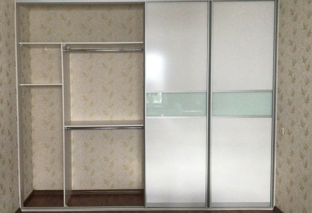 Белые шкафы-купе-Встроенный шкаф-купе «Модель 136»-фото3